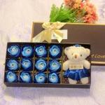 Quà tặng 20 tháng 10 cho bạn gái - gấu bông đáng yêu và 12 bông hoa hồng sáp lãng mạn